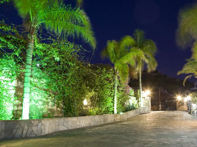 Paros Eden Park Hotel: Entrance Night View