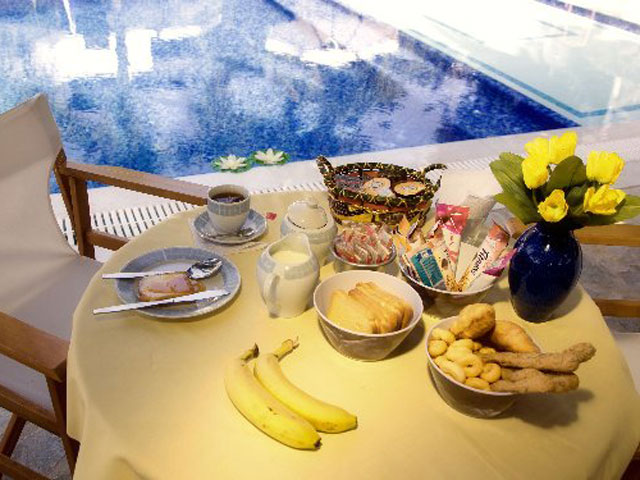 Paros Eden Park Hotel: Breakfast at Pool