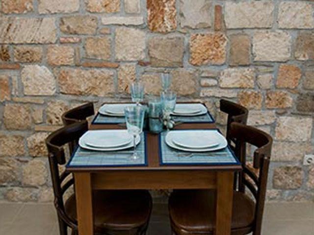 Enalio Suites: Restaurant