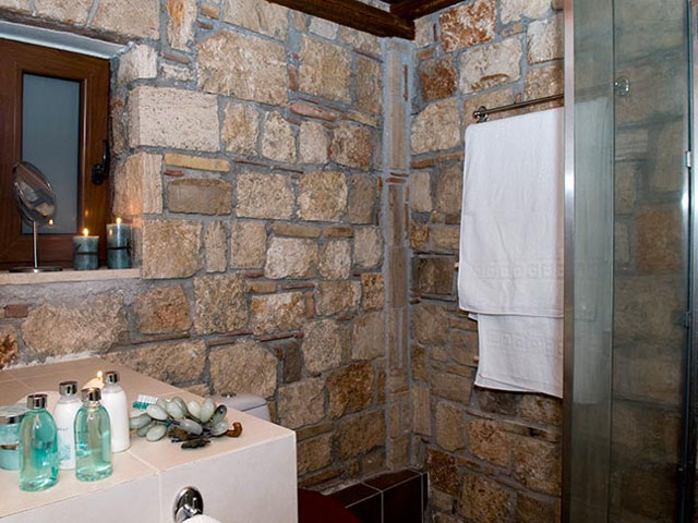 Enalio Suites: Bathroom