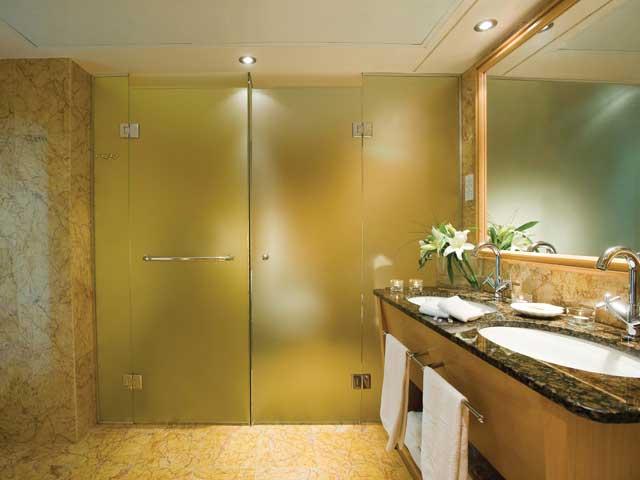 Constantinou Bros Asimina Suites: Bathroom