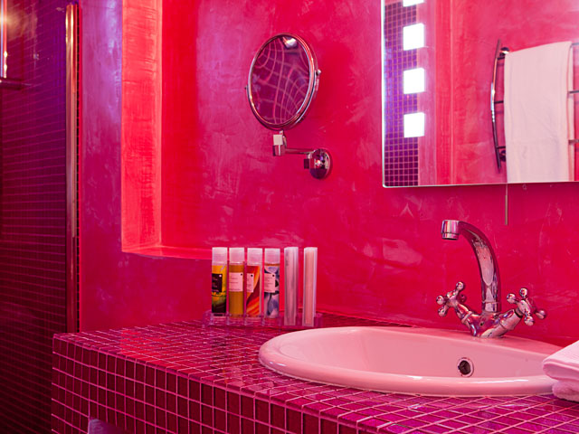 Avant Garde Suites: Bathroom