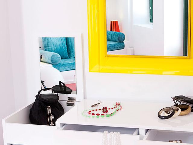 Avant Garde Suites: Mirror