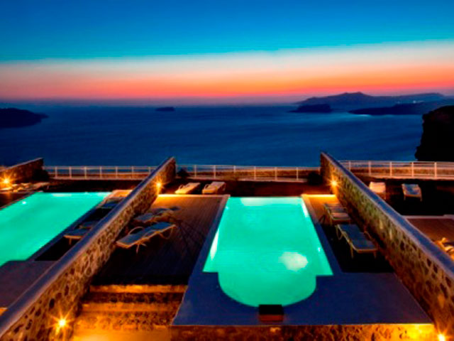 Thermes Luxury Villas: Swimming Pool Night View