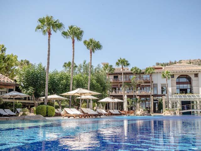 Columbia Beach Resort: