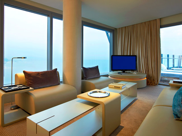 W Barcelona: Marvelus Suite- Living room