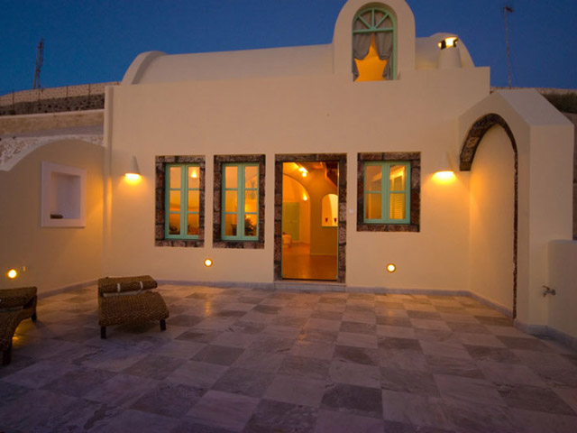 Santorini Luxury Villas: Honeymoon Luxury Villa- exterior view