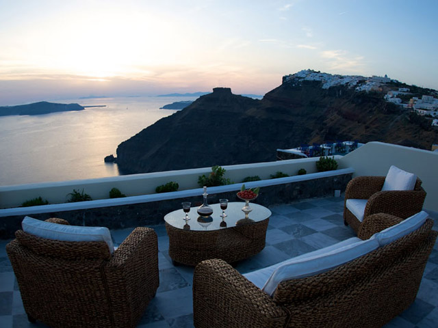 Santorini Luxury Villas: Honeymoon Luxury Villa- balcony