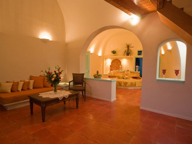 Santorini Luxury Villas: Honeymoon Luxury Villa- interior view