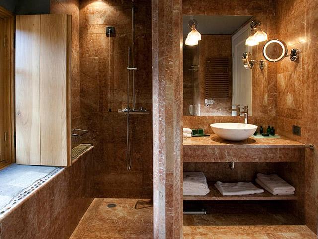 Kinsterna Hotel and Spa Monemvasia: Bathroom