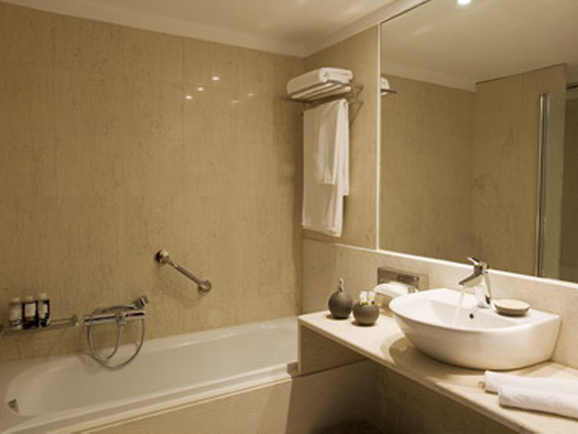 Atlantica Grand Mediterraneo Resort & Spa: Bathroom