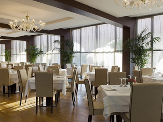Atlantica Grand Mediterraneo Resort & Spa: Dining area
