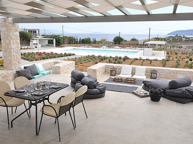 Stagones Luxury Villas: Dining area