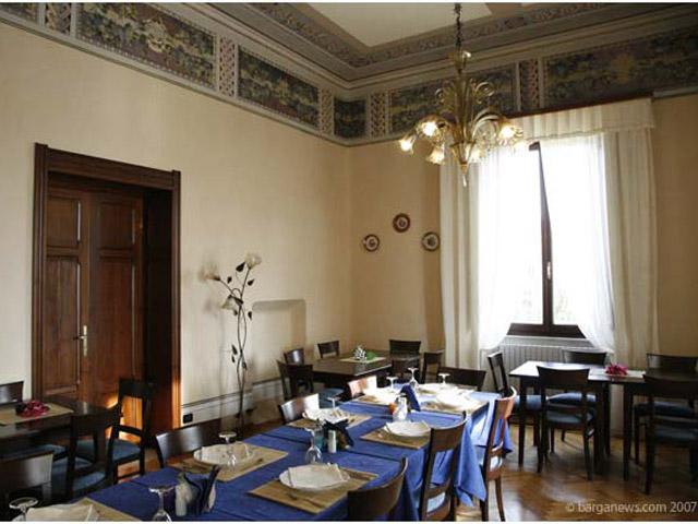 Villa Moorings: Restaurant