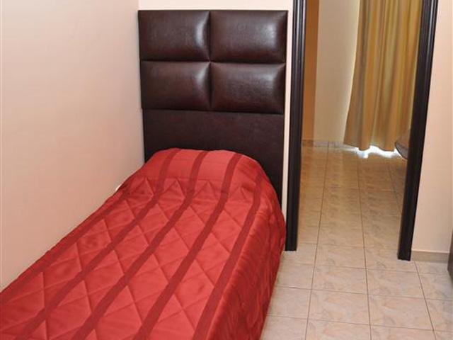 Luxury Suites: Red Suite