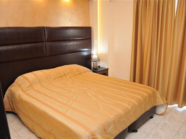 Luxury Suites: Brown Suite