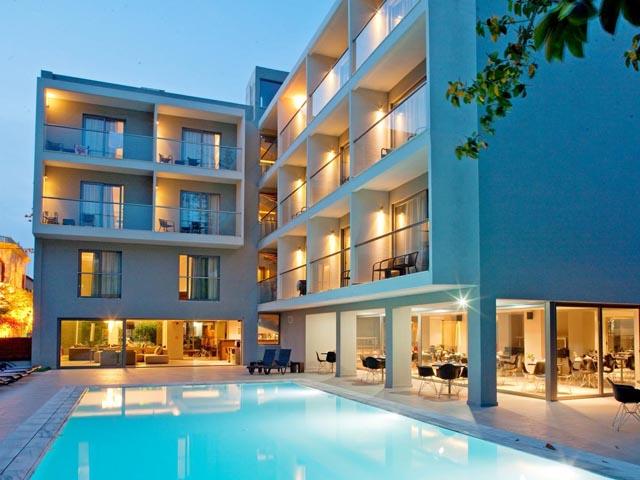 Oktober Hotel (October) -