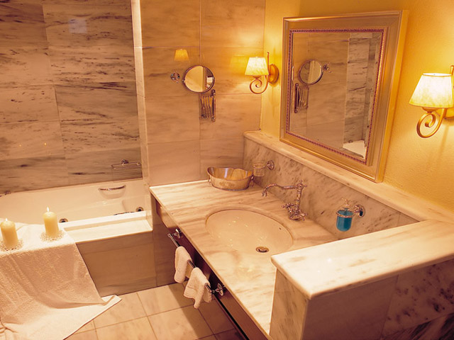 Pleiades Luxurious Villas: Bathroom
