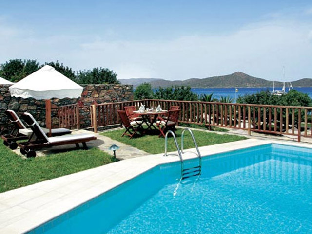 Porto Elounda Golf and SPA Resort: Seafront Villa Pool Exterio View