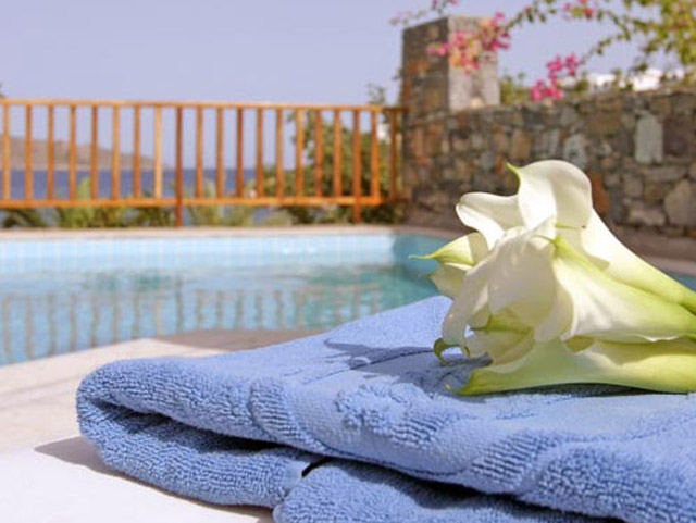 Porto Elounda Golf and SPA Resort: Seafront Villa Pool