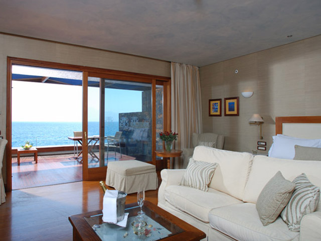 Elounda Beach Premium & Sports Club: Island Suite Living Room On The Waters