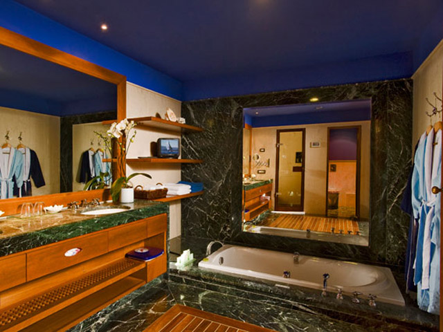 Elounda Beach - Premium & Sports - Club  Bathroom