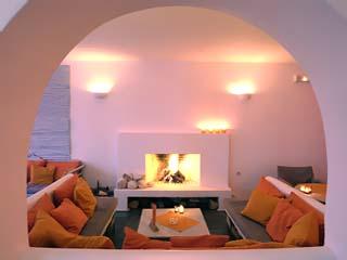Kanales Suites - Studios & Rooms: Fireplace