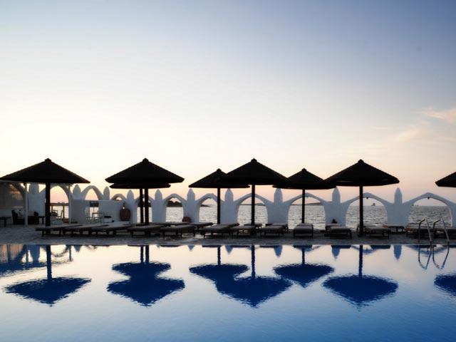 Holiday Sun Hotel - Pool Area