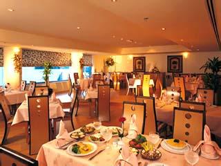 The Metropolitan Deira Hotel: Restaurant