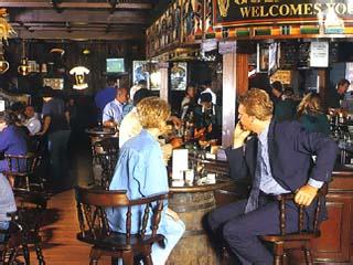 The Metropolitan Deira Hotel: Bar