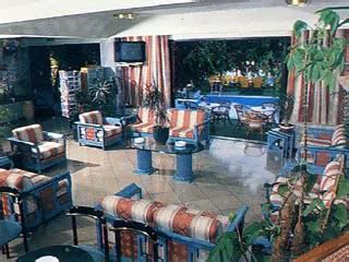 John and George Hotel: Hall
