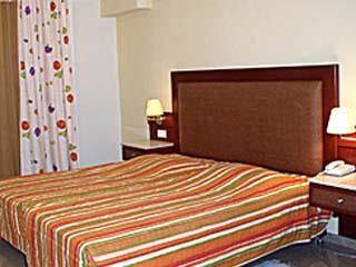 John and George Hotel: Room