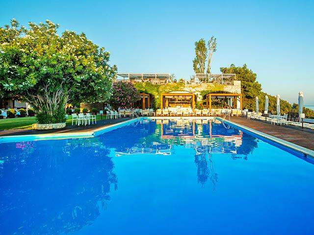 Skiathos palace hotel luxury hotels resorts in for Skiathos hotel