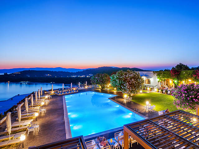 Skiathos palace hotel luxury hotels resorts in for Best hotels in skiathos