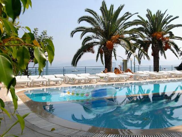 Roussos Beach Club
