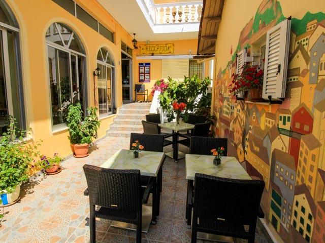 Bella Vista Hotel and Studios