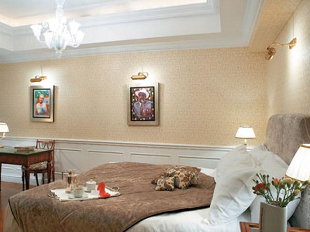 King George PalacePremier Guestroom Bedroom
