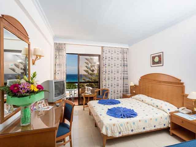Blue Horizon Palm Beach Hotel And Bungalows: