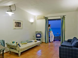 SunPrime Miramare Beach: Living room of suite