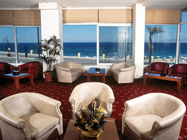 Belvedere Beach Hotel: Bar