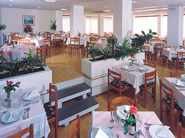 Belvedere Beach Hotel: Restaurant