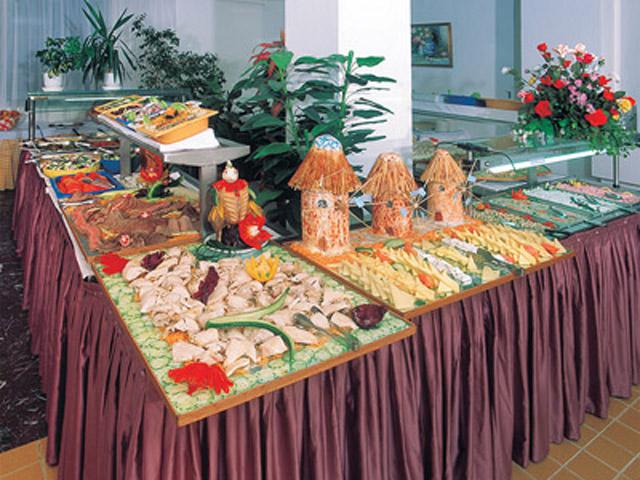 Belvedere Beach Hotel: Buffet