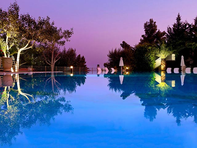 Danai Beach Resort & Villas -