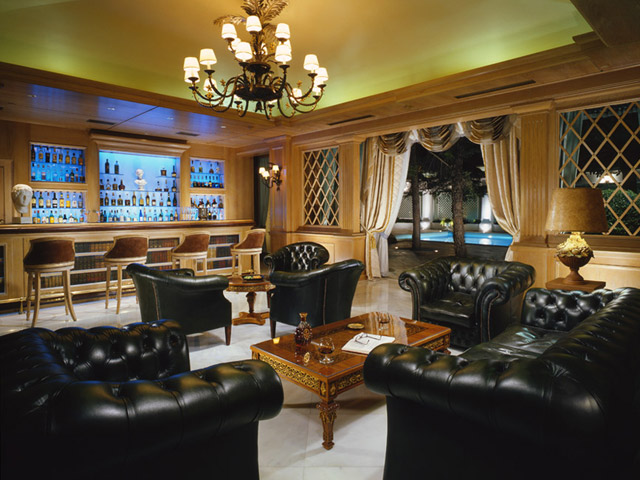 Royal Olympic Hotel: Bar