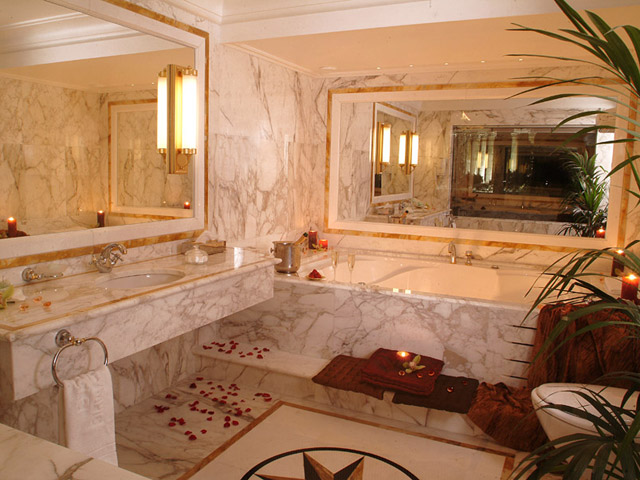 Royal Olympic Hotel: Bathroom