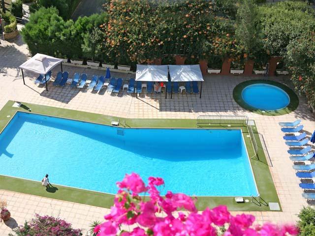 Navarria Hotel: