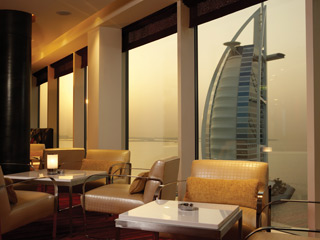 The Jumeirah Beach Hotel & Beit Al BaharBars & Lounges - Uptown