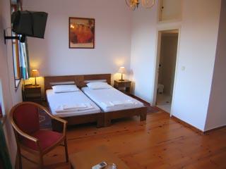 Mavrokordatiko Guest House: Room