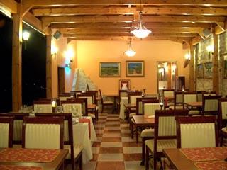 Vergis Epavlis Luxurious SuitesRestaurant