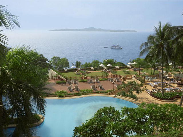 Royal Cliff Grand Hotel & Spa: Swimming pool-Sundeck area